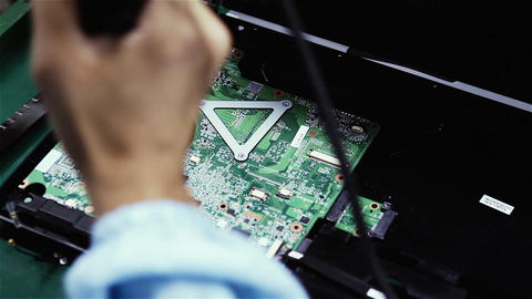 Workers Assembling Electronic Boards On a Laptop Factory ビデオ