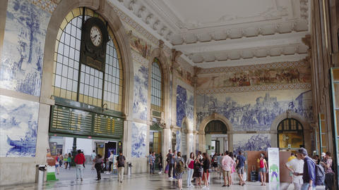 Porto, Portugal Sao Bento train station with crowd and Azulejo tiles decoration ビデオ