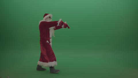 Zombie santa with staggers across the green screen background ライブ動画