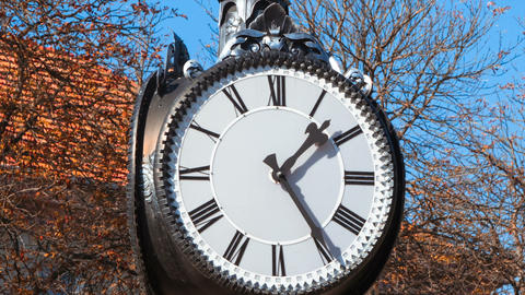 street watch clock time. time passing. hectic. rush hour. time lapse Footage