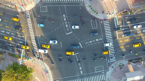Aerial view of busy street traffic in taiwan Live影片