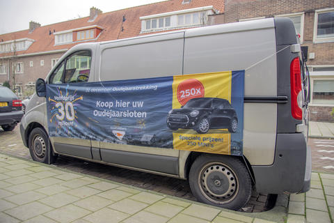 Van With Flag For The 31 December Lottery At Amsterdam The Netherlands 2018 Fotografía