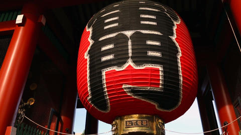 Kaminarimon gate at Senso-ji temple ビデオ