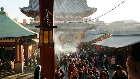 Tourists visit the Sensoji Temple in Asakusa ライブ動画