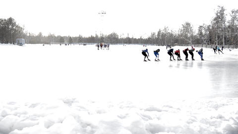 A group of skaters trains at the open rink in the winter Park at the stadium 영상물