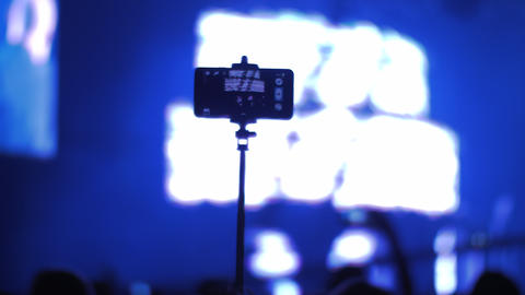 Shooting concert with cellphone Live Action