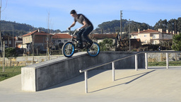 Bmx rider grinding Stock Video Footage