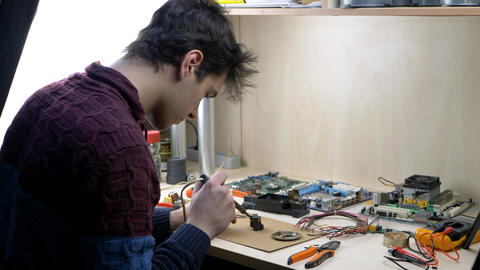 Repair of electronic devices, tin soldering parts Live Action