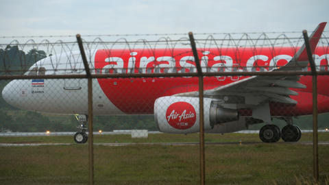 AirAsia Airbus 320 taxiing Live Action