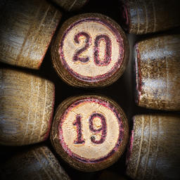 Wooden vintage lotto kegs with two numbers 20 and 19 (2019) Fotografía