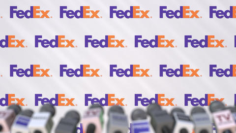 Media event of FEDEX, press wall with logo and microphones, editorial animation Archivo