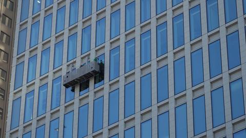 高層ビルのガラス清掃 ビデオ