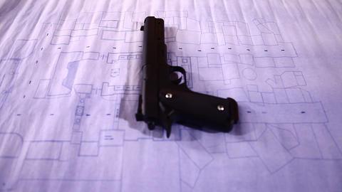 Revolver close up, Live Action