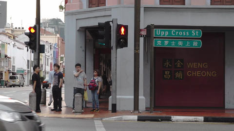 People waiting for a signal in Singapore ビデオ