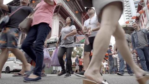People walking in Singapore's Chinatown ライブ動画