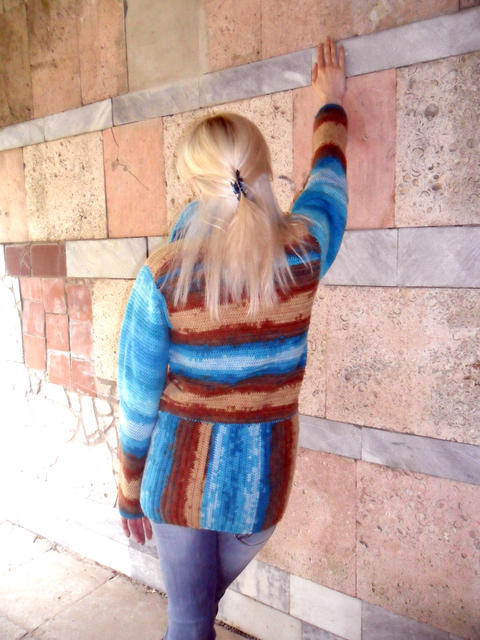 knitted sweater woman フォト