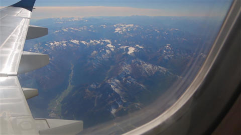 Flying Over Alps Mountains Archivo