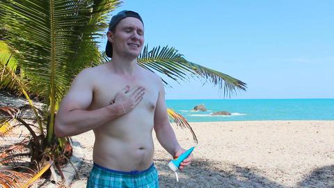 man uses sun protection cream in the beach ビデオ
