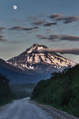 Country road to volcano at night in moonlight Fotografía