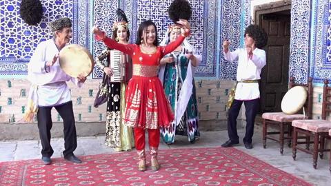 Khiva, Uzbek - 20170524 - Uzbek Family Entertainers Play, Dance and Sing Live Action