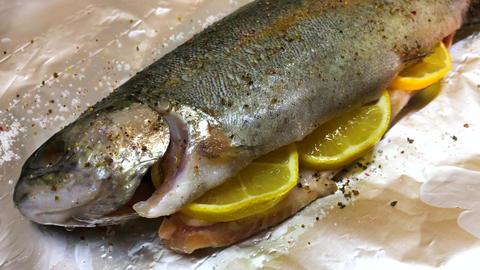 Raw Trout Fish With Lemon ビデオ