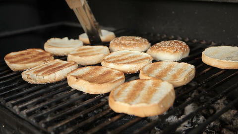 Grilling burgers for a hamburger on a grill ライブ動画