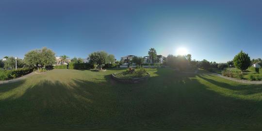 360 VR Villas and green gardens for quiet vacation at Trikorfo Beach, Greece ビデオ
