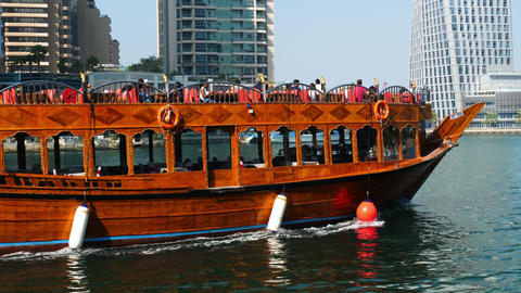 Pleasure boat is floating over Dubai Marina ビデオ