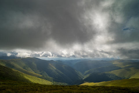 Rain clouds above Carpathians. Panorama of Borzhava ridge of the Ukrainian Fotografía