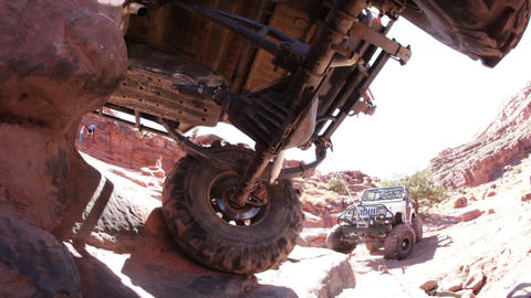 Jeep stuck on rocks Live Action