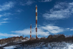 Communications tower with antennas wireless communication channels フォト