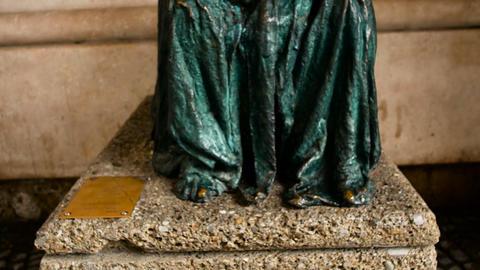 Die Pieta - a sculpture by Anna Chromy 1999 , Salzburg, Austria Live Action