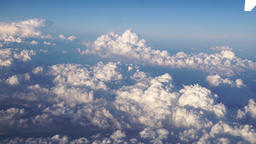 Flying above cumulus clouds Archivo