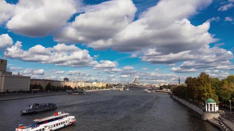 Timelapse Moscow Andreevsky bridge in Gorky Park ビデオ