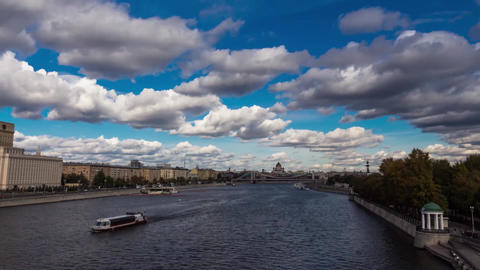 Timelapse Moscow Andreevsky bridge in Gorky Park 動画素材, ムービー映像素材