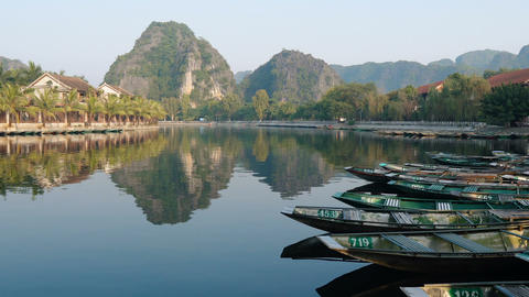 Popular boat tour in Tam Coc Live Action