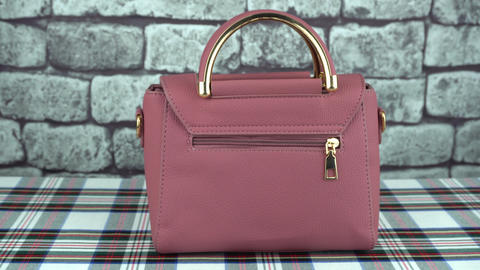 Gray background and pink bag back Archivo