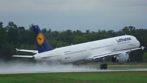 Lufthansa airbus 321 take-off Footage
