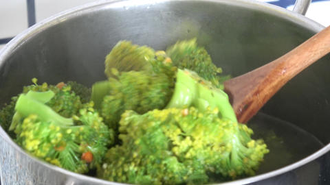 Cooking broccoli. Boiled vegetables for a healthy diet Live Action