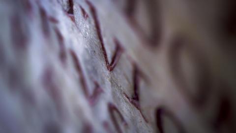 Racking down footage of engraved Latin ビデオ