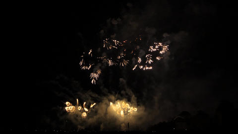 Slow motion red, white fireworks show Archivo