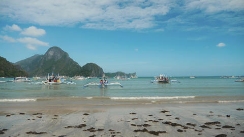Tourists going to the boat in the philippines el nido bay Footage