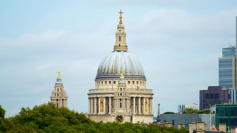 St. Paul's Cathedral and London skyscrapers Live Action