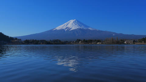 "Mt. Fuji with blue sky from ""Ubuyagasaki"" Lake Kawaguchi japan 4k ビデオ"