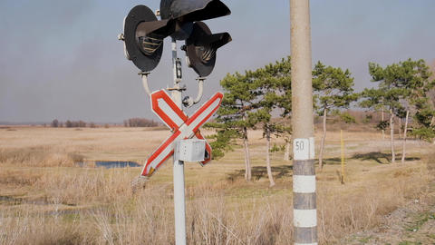 view of the railway crossing with flashing traffic lights Archivo