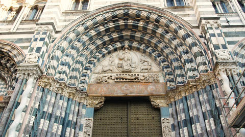 Portals of the facade of the Cathedral of San Lorenzo, is the most important Footage