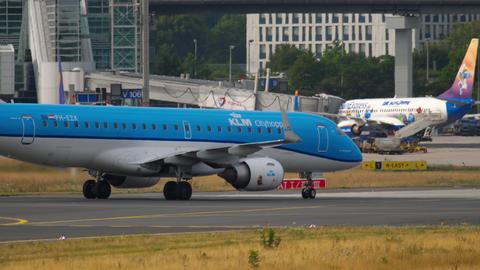Embraer ERJ-190 taxiing Archivo