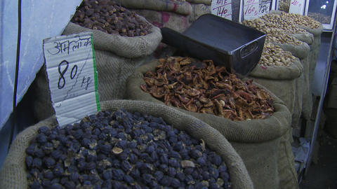 Dried fruits and nuts Live Action
