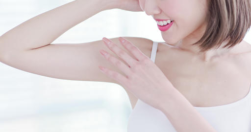 woman smile happily with armpit Live Action