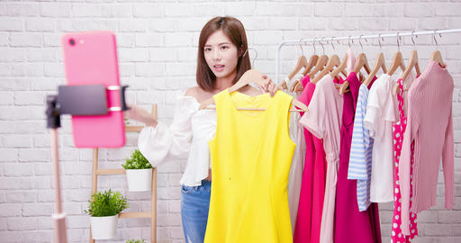 woman sell clothes in livestreaming Live影片